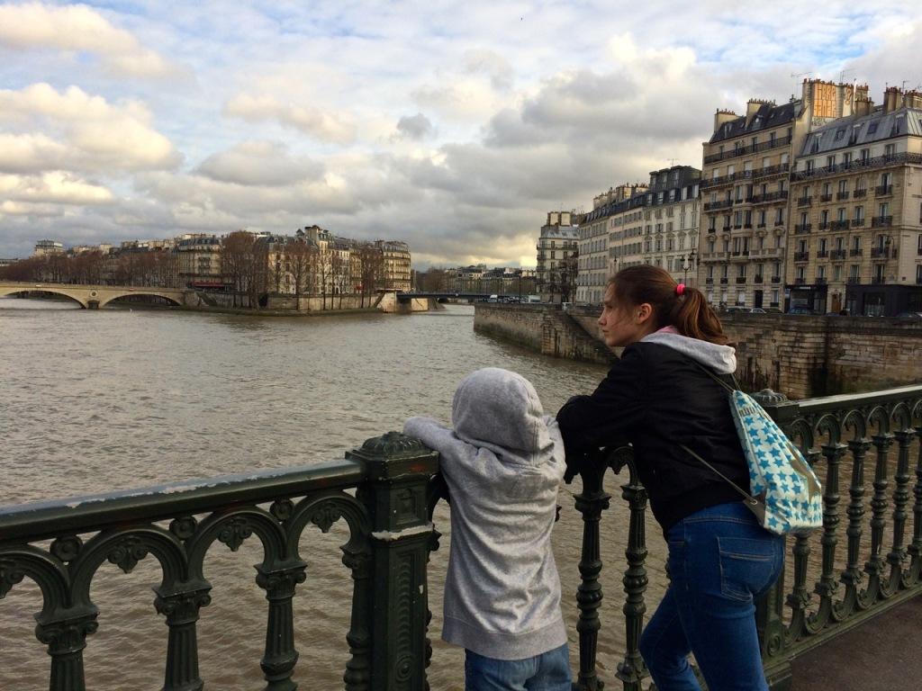 Paris A&H brücke hinten