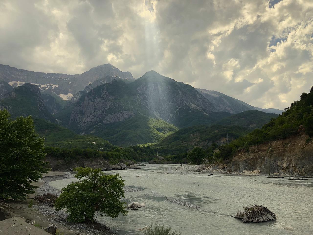 Albanien Vjosa Lichtstrahl